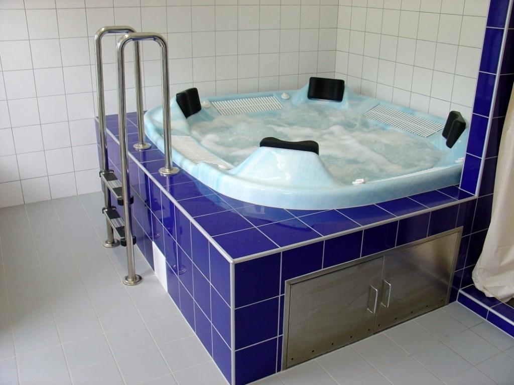 Venkovní bazén pro Sanatorium Edel ve Zlatých Horách dodal Centroprojekt, divize Aquaparky, bazény a bazénové technologie