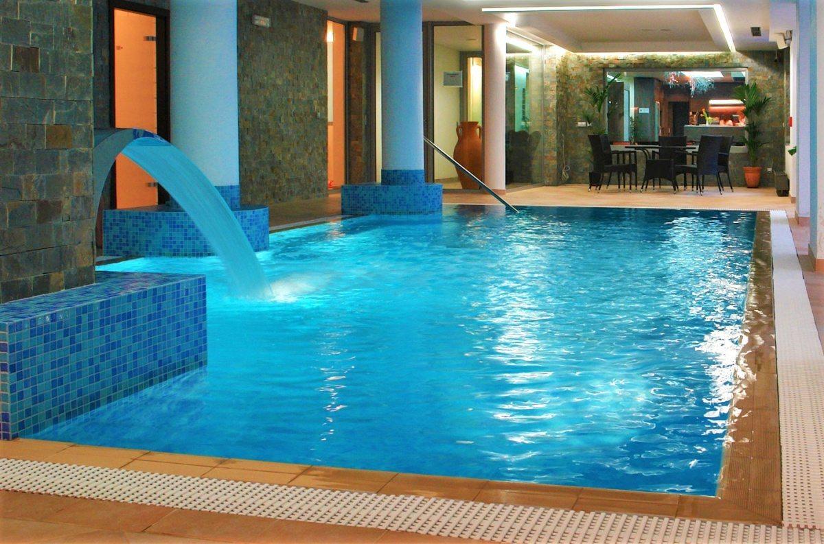 Hotelový bazén pro hotel Lanterna ve Velkých Karlovicích